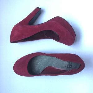 Gianni Bini Red Suede Pumps!!